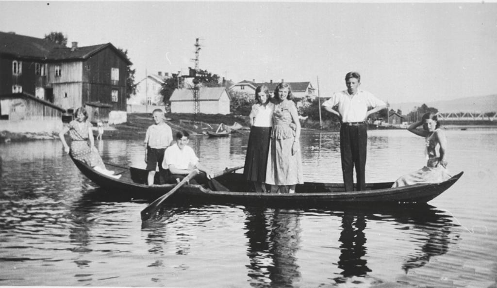 Nersetterbåten ble brukt til fløting og frakt av folk på Drammensvassdraget. Nå utlyses en 50% stilling som båtbygger i prosjektet. Foto: Drammen Arkiv