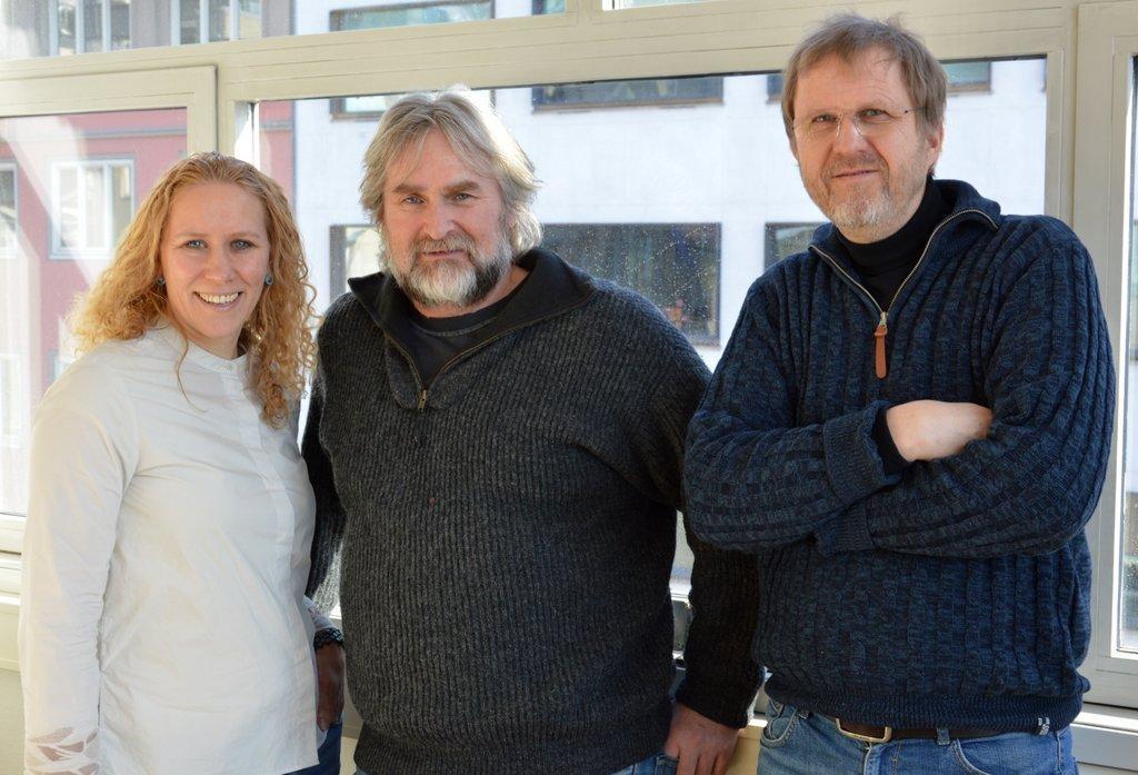 Heidi Thöni Sletten, Atle Ove Martinussen og Tore Friis-Olsen skal finne ut hvordan vi best fordeler våre tradisjonsbåtmillioner fra Sparebankstiftelsen DnB. En stor og viktig oppgave i trygge hender. Foto: Tuva Løkse